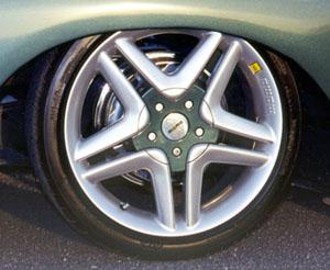 Momo 17-inch Ferrari wheels